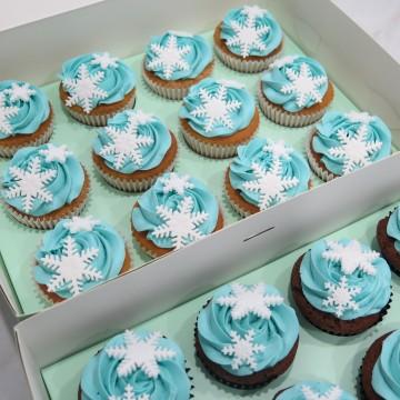 Frozen Snowflakes Cupcakes