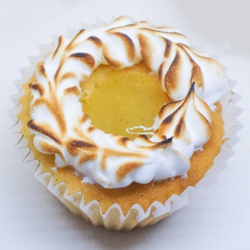 Lemon and Caramelised Meringue Cupcake